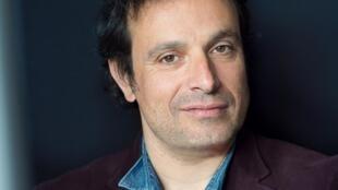 Portrait du comédien et écrivain Bruno Salomone, il publie «Les misophones» aux éditions du Cherche-Midi.