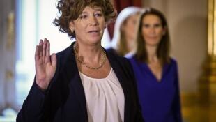 Petra de Sutter, primera ministra transexual de Europa, durante su juramentación en Bruselas.