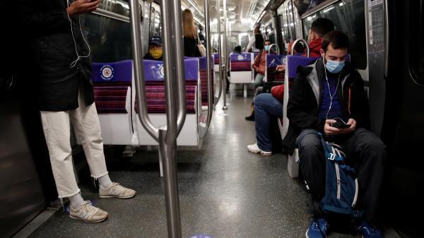 Dans le métro parisien, l'obligation de porter un masque semble bien respectée, ce lundi 11 mai.