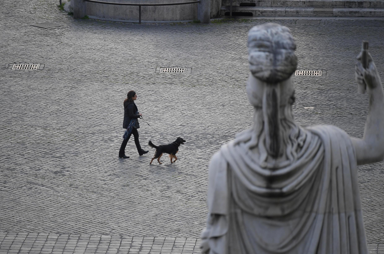 Quảng trường Piazza del Popolo, thủ đô nước Ý, vắng vẻ trong mùa dịch Covid-19. Ảnh chụp ngày 22/02/2020.