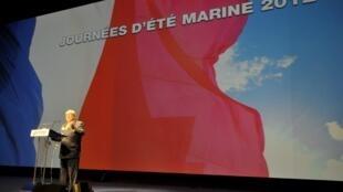 Jean-Marie Le Pen lors du discours d'ouverture des Journées d'été de sa fille, le 10 septembre 2011.