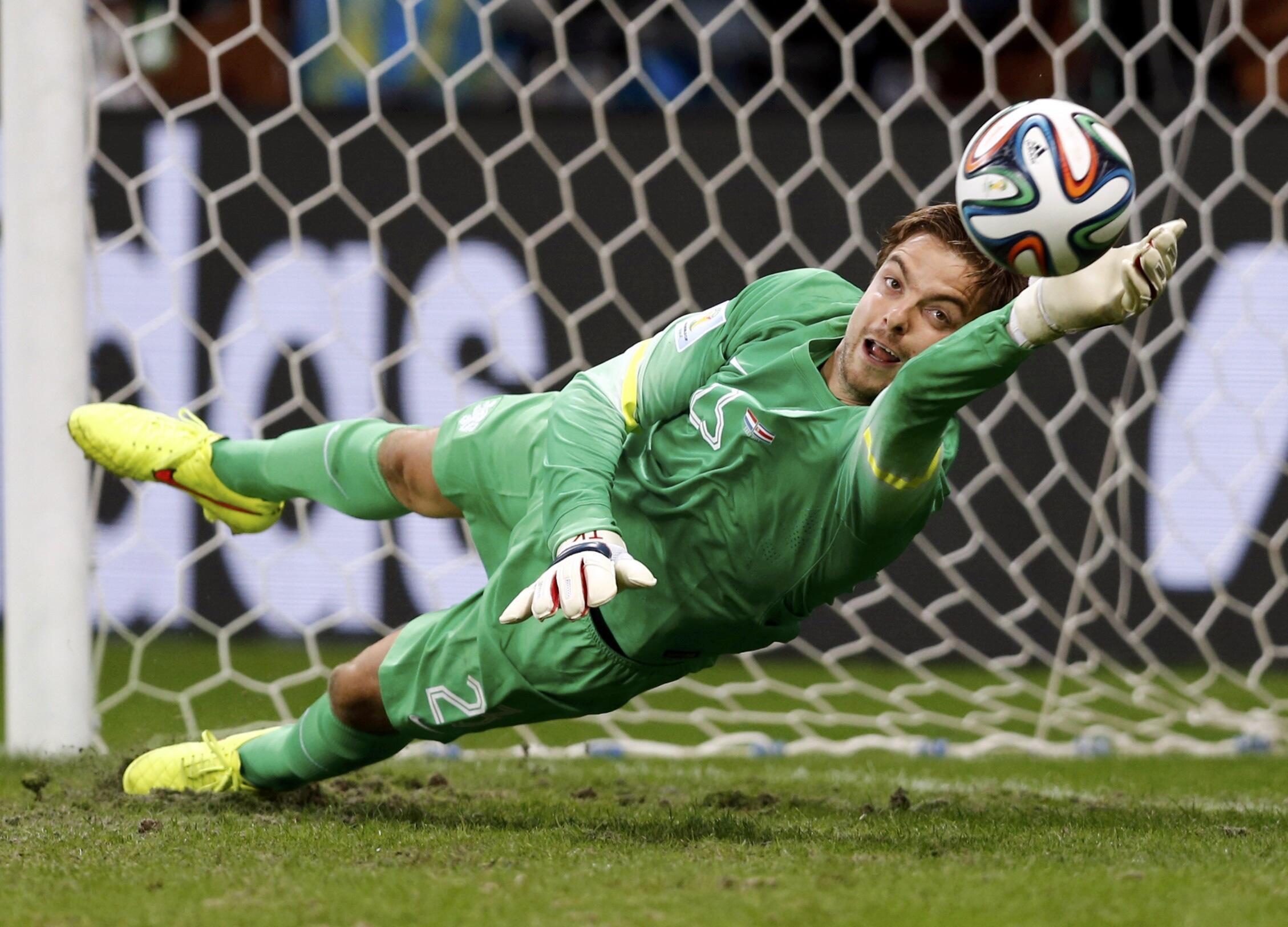 Thủ môn Hà Lan chận được cú sút penalty cuối cùng của tuyển thủ Costa Rica ngày 05/07/2014.