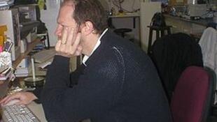 Diego Golombek en el laboratorio de cronobiología de la Universidad Nacional de Quilmes.
