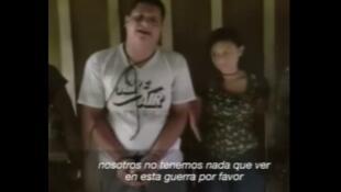 Cidadãos equatorianos sequestrados por Gaucho (dissidente das FARC), pedindo por suas vidas ao presidente do Equador, Lenín Moreno.