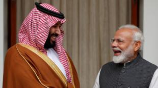 Le prince héritier saoudien Mohammed ben Salman (g) et le Premier ministre indien Narendra Modi à New Delhi, ce mercredi 20 février 2019.