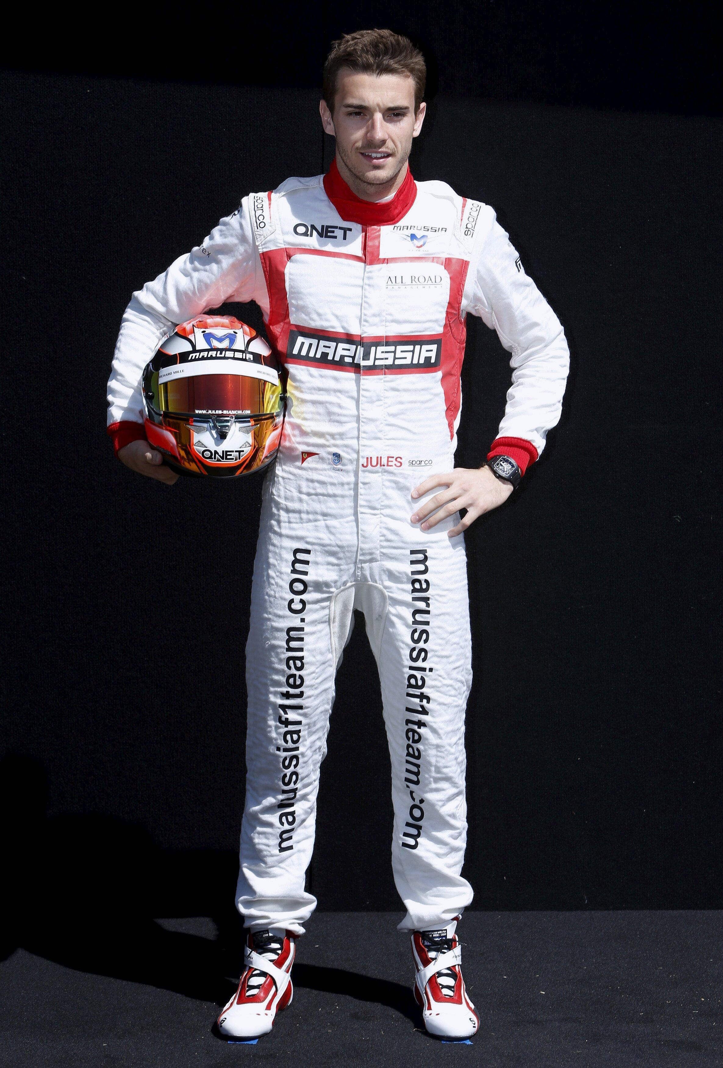 O piloto francês de Fórmula 1 Jules Bianchi, de 25 anos, morreu na noite desta sexta-feira (17).