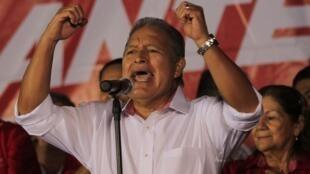 Salvador Sánchez Cerén habla a sus partidarios tras los resultados de la primera vuelta, este 3 de febrero de 2014.