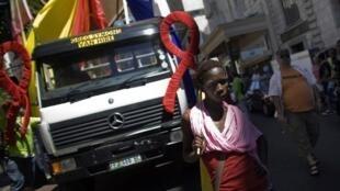 Défilé de la Gay Pride dans les rues d'un quartier d'affaires à Cape Town, le 6 mars 2010.