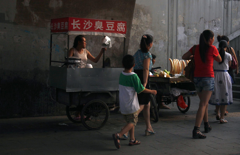 Thức ăn bán dạo tại  Bắc Kinh. Ảnh chụp ngày 04/08/2011.