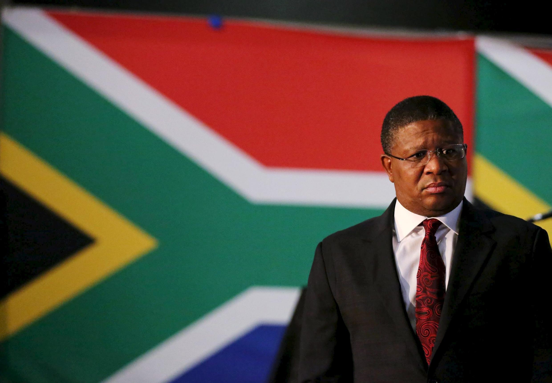 Le ministre sud-africain des Sports, Fikile Mbalula, le 28 mai 2015 à Johannesburg.