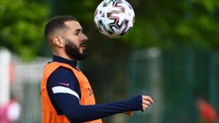 L'attaquant Karim Benzema à l'entraînement avec l'équipe de France, à Clairefontaine, le 27 mai 2021