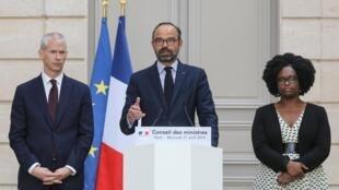 O primeiro-ministro Edouard Philippe após a reunião semanal do gabinete, dominada pelas conseqüências do incêndio da catedral de Notre-Dame, no Palácio do Eliseu em Paris, em 17 de abril de 2019.