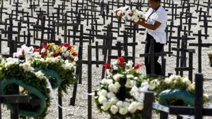 Homenagem aos 220 mil mortos vítimas do terremoto que devastou o Haiti em 12 de janeiro de 2010