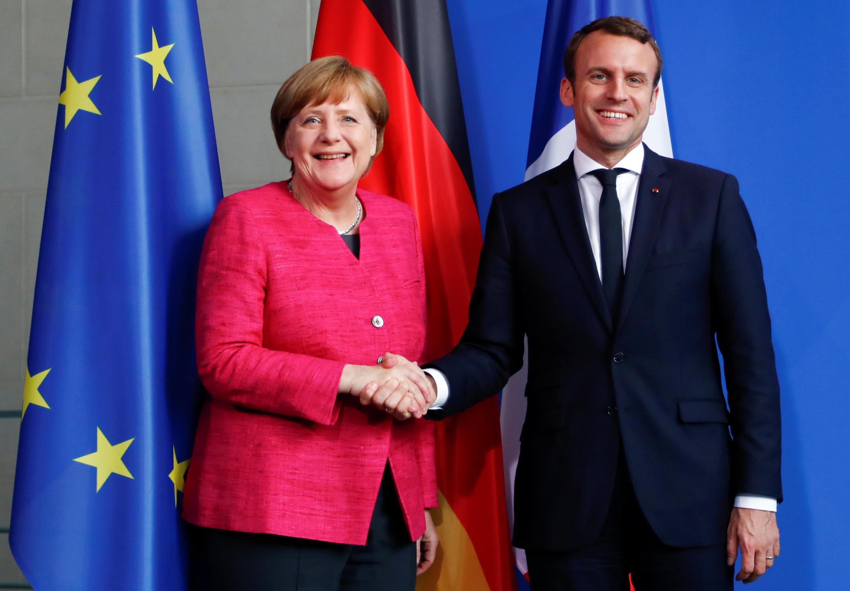 Thủ tướng Đức Angela Merkel (trái) và tổng thống Pháp Emmanuel Macron tại Berlin, ngày 15/05/2017.