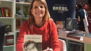 """A escritora carioca Marta Barcellos apresentou seu livro """"Antes que Seque"""" no estande do Brasil no Salão do Livro de Paris, neste sábado 25 de março de 2017."""