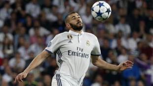 Karim Benzema, le 2 mai 2017, lors de la rencontre Real Madrid -Atletico Madrid, au stade Santiago-Bernabeu à Madrid, en demi-finale de la Ligue des Champions.