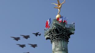 Avions de combat français, dont les Mirage 2000