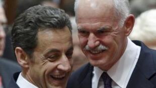 O presidente Nicolas Sarkozy e o Primeiro-Ministro grego George Papandreou.