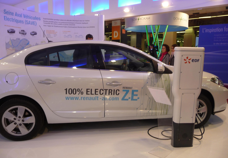 Возможно, что украсть хотели именно эту электрическую модель «Рено», (Автосалон-2010)