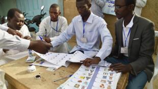 Un bureau de vote de Ndjamena, lors du premier tour de la présidentielle au Tchad, le 10 avril 2016 (image d'illustration).