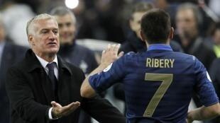 O técnico da seleção francesa, Didier Deschamps (à esquerda), e o atacante Franck Ribéry.