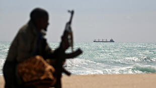 非洲海岸边武装分子示意图