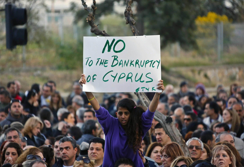 Des milliers d'employés de banque chypriotes ont défilé, ce samedi 23 mars à Nicosie.