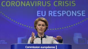 Ursula von der Leyen habla durante la rueda de prensa sobre la respuesta europea a la crisis del coronavirus, el 15 de abril de 2020 en Bruselas