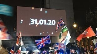 """Người dân Anh ủng hộ Brexit chờ thời khắc đếm ngược """"final countdow"""" Brexit, đêm 31/01/2020 ở Luân Đôn."""