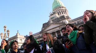 Des manifestants en faveur de l'avortement, le 31 juillet 2018, ici à Buenos-Aires (Argentine). (Photo d'illustration)