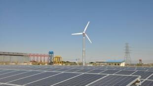 اولین نیروگاه تولید برق بادی و آفتابی در هرات.