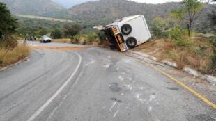 La mortalité routière coûte aux pays pauvres jusqu'à 5 % de leur Produit intérieur brut (PIB). Ici, un accident près de Johannesbourg, en Afrique du Sud