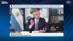 El presidente de Argentina Alberto Fernández habla ante el Foro Mundial de Davos el 28 de enero de 2021 que este año se realiza en forma virtual