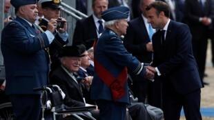 Президент Макрон и ветераны высадки в Нормандии. Портсмут, 5 июня 2019