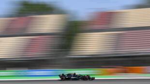 Lewis Hamilton durante la segunda sesión de entrenamientos en el Circuito de Cataluña en Montmeló, cerca de Barcelona, el 14 de agosto de 2020 antes del Gran Premio de España de F1