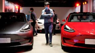 Des voitures Tesla exposées à Shanghai, le 8 mai 2020. (Image d'illustration)