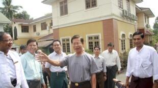 L'ancien Premier ministre Khin Nyunt, victime d'une purge, a également été libéré à l'occasion de cette amnistie.