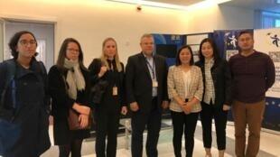 2020年10月13日, 維權律師余文生妻子許艷(右三)與另一律師覃永沛的妻子鄧曉雲(右二)在北京與美國、歐盟、加拿大等六個國家的人權官員會面.介紹案件最新進展。