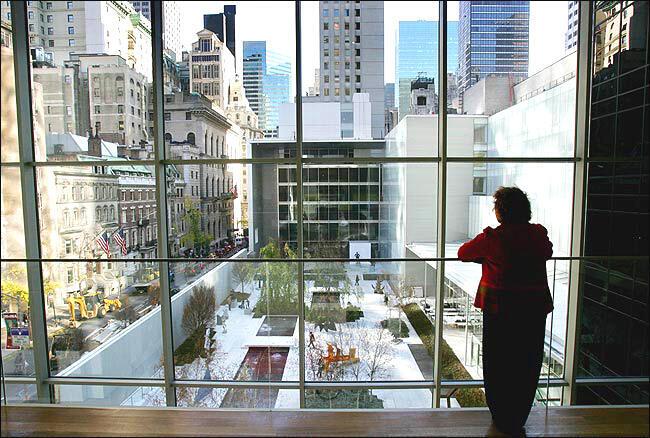 Khuôn viên Abby Aldrich Rockefeller nhìn từ tầng ba Bảo tàng MoMA (Museum of Modern Art)