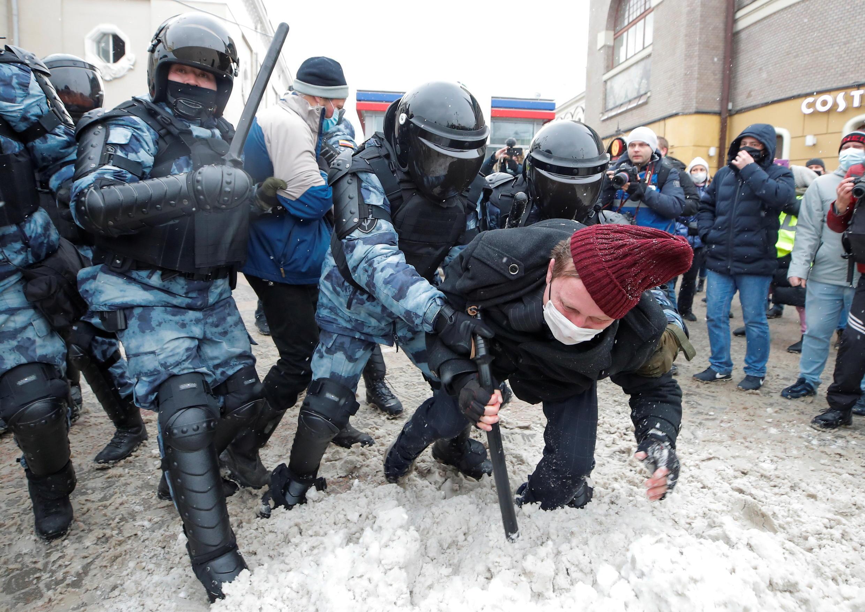 莫斯科警方逮捕示威者资料图片