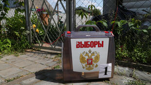 2020-06-25T145601Z_148392866_RC2EGH90DNF8_RTRMADP_3_RUSSIA-PUTIN-VOTE