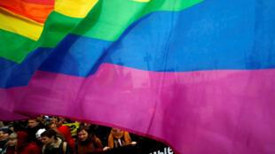 Глава Российской ЛГБТ-сети подал наэтой неделе заявление вСК спросьбой проверить информацию оновых случаях похищений, задержаний ипыток людей в Чечне, подозреваемых вгомосексуальной ориентации