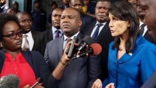 Balozi wa Marekani kwenye Umoja wa Mataifa Nikki Haley, akiwa na Mwenyekiti wa Tume ya Uchaguzi nchini DRC , Corneille Nangaa, jijini  Kinshasa,  mwaka 2017