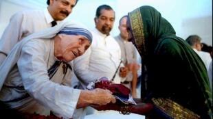 Архивное фото. Мать Тереза Калькуттская открывает дом милосердия в Бомбее. 26.09.1994