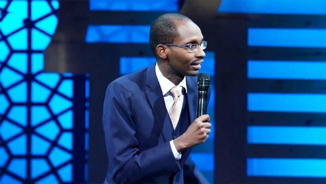 Le Rwandais Hervé Kimenyi sur la scène du Marrakech du Rire 2019.