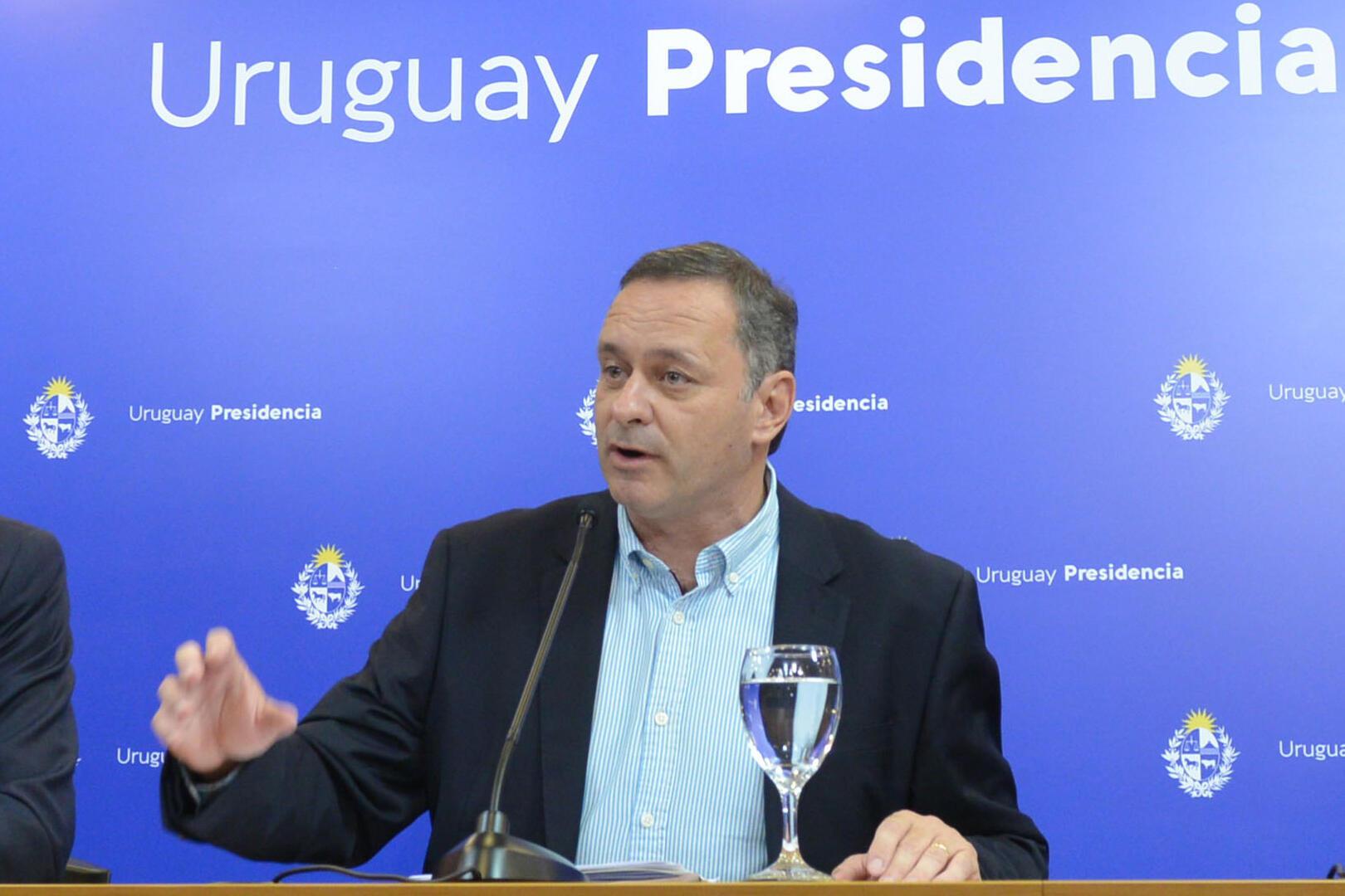 El secretario de la Presidencia de Uruguay, Álvaro Delgado, el 28 de marzo de 2020 durante una rueda de prensa en Montevideo