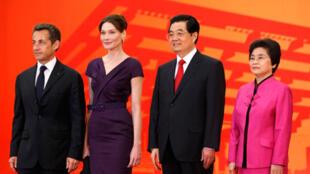 French President Nicolas Sarkozy, his wife Carla Bruni-Sarkozy with Chinese President Hu Jintao and his wife Liu Yongqing