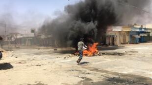 Un mouvement de colère a éclaté dans les quartiers populaires de Nouakchott au lendemain de la présidentielle en Mauritanie, le 23 juin 2019.