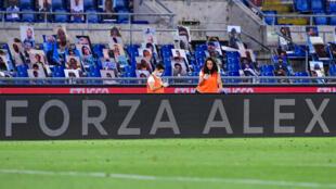 """A message reads """"Go Alex"""" in homage to Zanardi during Lazio's 2-1 Serie A win over Fiorentina"""