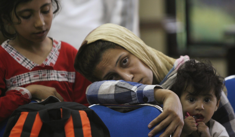Des demandeurs d'asile à Surabaya, sur l'île de Java, le 29 juillet 2012. Venus d'Irak et d'Iran, leur bateau a chaviré pendant leur traversée vers l'Australie.